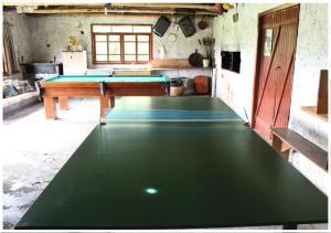 Ping-pong facilities at Hospedagem Nossa Senhora das Graças or nearby