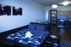 A bed or beds in a room at Sky Apartment Rezidence Eliska Tower