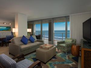A seating area at Marriott's Crystal Shores
