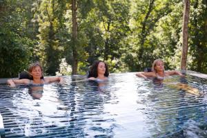 Der Swimmingpool an oder in der Nähe von Mawell Resort