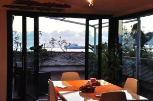 A restaurant or other place to eat at Suite Prestige Salerno