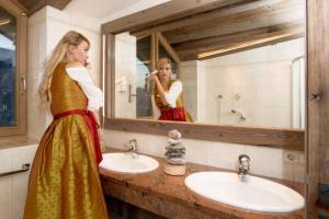 A bathroom at Aktiv- und Wellnesshotel Haidachhof superior