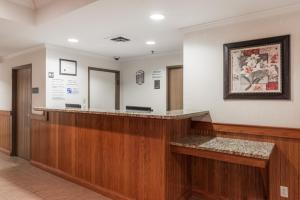 The lobby or reception area at Super 8 by Wyndham St Robert Ft Leonard Wood Area
