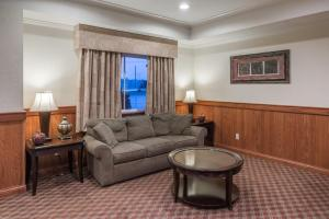 A seating area at Super 8 by Wyndham St Robert Ft Leonard Wood Area