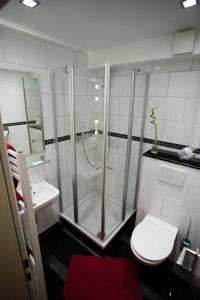 A bathroom at Hotel Am Sportpark