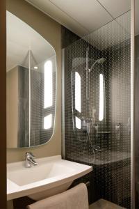 A bathroom at Hotel ibis Lisboa Liberdade