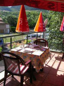 A restaurant or other place to eat at Les Berges du Tarn