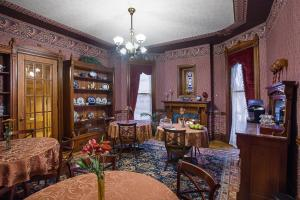 A restaurant or other place to eat at Historic Webster House Bed and Breakfast Inn