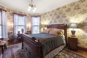 A bed or beds in a room at Historic Webster House Bed and Breakfast Inn