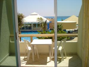 Vista de la piscina de Sol y Mar Destination & Cancun Beach Rentals o alrededores