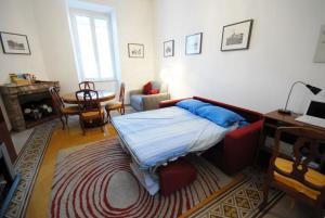 A bed or beds in a room at Casa Anna a Roma