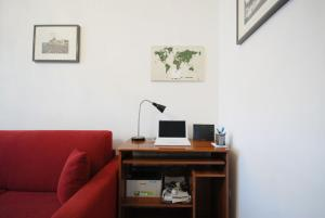 A television and/or entertainment centre at Casa Anna a Roma