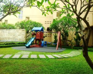 Children's play area at Somerset West Lake Hanoi