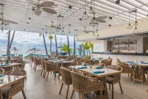 A restaurant or other place to eat at Henann Prime Beach Resort