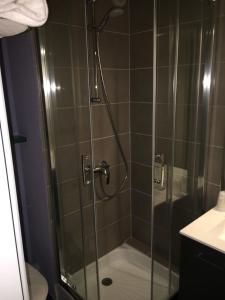 A bathroom at Hotel Carline