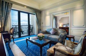 Ein Sitzbereich in der Unterkunft Legend Palace Hotel
