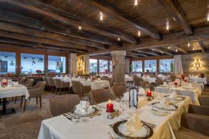 Ein Restaurant oder anderes Speiselokal in der Unterkunft Parkhotel Seefeld