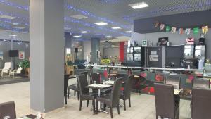 Restaurant ou autre lieu de restauration dans l'établissement Hotel de la Tour