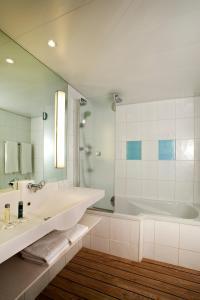 A bathroom at Novotel Lisboa