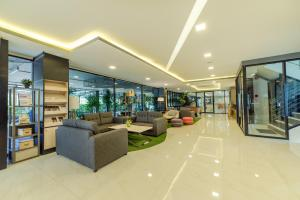 The lobby or reception area at Pause and Play Hotel