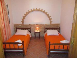 Кровать или кровати в номере Kalotina's Apartments