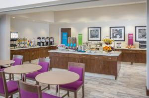 A restaurant or other place to eat at Hampton Inn & Suites Oahu/Kapolei, HI - FREE Breakfast