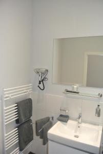 A bathroom at Gästehaus Tappes Hofgarten
