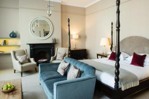 A seating area at Kings Head Hotel