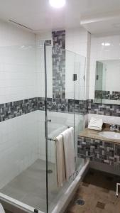 A bathroom at Corinto Hotel