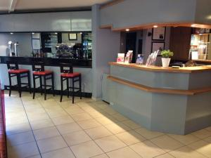 The lounge or bar area at Hotel Carline
