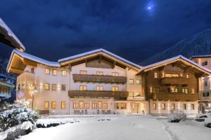 Hotel Salzburgerhof during the winter