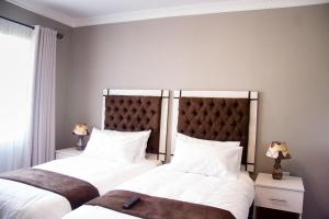 A bed or beds in a room at Sarum Lodge