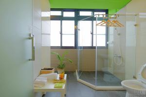 A bathroom at Green Inn