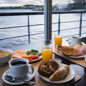 Breakfast options available to guests at Radisson Colonia Del Sacramento Hotel