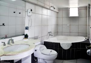 A bathroom at Casona Hotel Centro