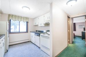 A kitchen or kitchenette at Days Inn by Wyndham Sioux Falls Airport