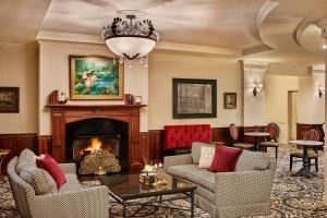 A seating area at French Quarter Inn