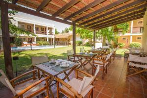 Un restaurant u otro lugar para comer en El Cortijo