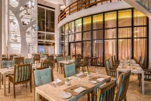 A restaurant or other place to eat at Wish Hotel da Bahia