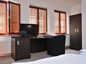 Телевизор и/или развлекательный центр в Hotel Atrium