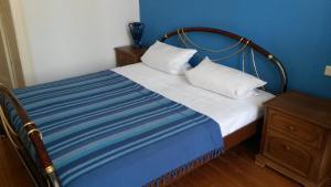 Ein Bett oder Betten in einem Zimmer der Unterkunft Herrenhaus Schmölen