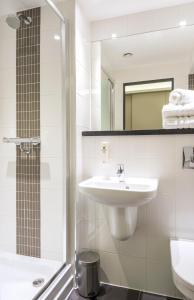Salle de bains dans l'établissement Point A Hotel London Shoreditch