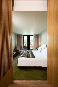 A bed or beds in a room at Memmo Príncipe Real - Design Hotels