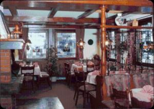 Ein Restaurant oder anderes Speiselokal in der Unterkunft Landhotel Combecher
