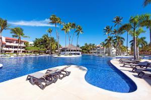 """Het zwembad bij of vlak bij Occidental Punta Cana - All Inclusive Resort - Barcelo Hotel Group """"Newly Renovated"""""""