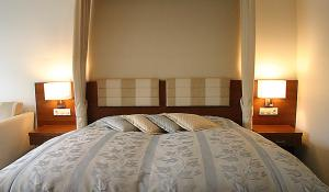 A bed or beds in a room at Hotel Driland