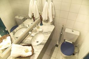 A bathroom at Apt. Enseada Praia do Forte