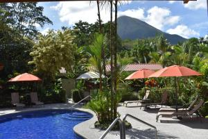 The swimming pool at or close to Hotel Roca Negra Del Arenal