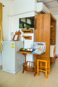 A kitchen or kitchenette at Baan Tebpitak Elegant Ayotthaya