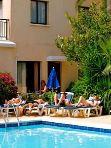 Het zwembad bij of vlak bij Hilltop Gardens Hotel Apartments